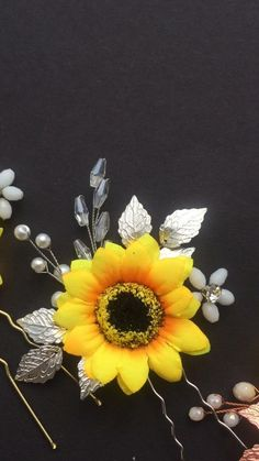 Yellow bridal hair piece with sunflower for fall wedding Bridal Hair Vine, Hair Comb Wedding, Wedding Hair Pieces, Headpiece Wedding, Bridal Headpieces, Bridesmaid Jewelry, Wedding Jewelry, Little Mermaid Hair, Sunflower Headband