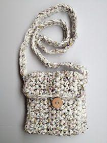 Uno de los objetos que podéis tejer con trapillo son diferentes tipos de bolsos. La ventaja es que el trapillo da mucho cuerpo, consistenci...