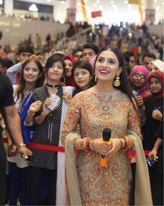 Overwhelmed by the love I got today as brand ambassador, insane crowds at the Festive Collection launch! Styled by MUA Shoes Jewellery Pakistani Models, Pakistani Suits, Pakistani Actress, Pakistani Dresses, Indian Dresses, Beauty P, Wedding Couple Poses Photography, Ayeza Khan, Indian Designer Outfits