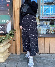 Modern Hijab Fashion, Street Hijab Fashion, Hijab Fashion Inspiration, Kpop Fashion Outfits, Abaya Fashion, Winter Fashion Outfits, Muslim Fashion, Mode Outfits, Skirt Fashion