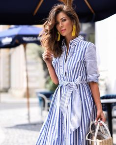 2019 most popular striped dress, let's take a look at the stylish striped dress! Fashion Mode, Hijab Fashion, Fashion Dresses, Fashion Tips, Fashion Hacks, Womens Fashion, Striped Shirt Dress, Striped Shirts, Summer Outfits