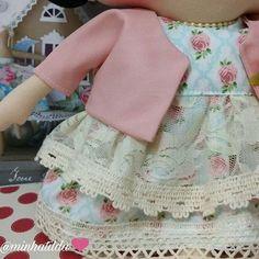 Completamente apaixonada ❤ #tilda #tildinha #tildatoy #bonecadepano #tildatoys #feitocomamor  #feitocomcarinho #mãedemenina #gravidez #coisasdemenina #maternidade #fofura  #chádebebê #decoração #doll #dolls #tildaworld #costurinhas #princesas #newborn #atelie #artesanato #recemnascido #futuramamae #tonefinnanger #daminha #vestidodeboneca