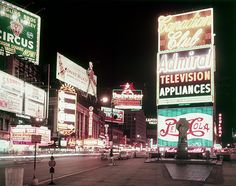 Neon signs in Times Square, NY c.1955 © Hulton Archive/Getty Images