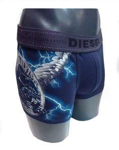 Boxer Diesel Tair en azul marino y dibujos de Rayos y un Ser Mitólogico, donde destaca por su ajuste perfecto y la suavidad de la prenda. http://www.varelaintimo.com/37-boxers