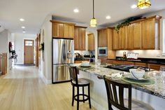Browse through pictures of kitchens in this gallery featuring traditional light wood kitchen cabinets. Ethnic Home Decor, Retro Home Decor, Home Decor Kitchen, Home Decor Styles, Home Decor Bedroom, Kitchen Design, Wood Kitchen Cabinets, Kitchen Cabinet Doors, Light Wood Kitchens