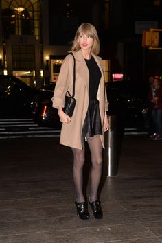 Taylor Swift's 'Blank Space' Video Reaches 15 Million Views!: Photo Taylor Swift shows off her super sleek street style while heading into Nobu for dinner on Tuesday evening (November in New York City. Estilo Taylor Swift, Taylor Swift Album, Taylor Swift Hot, Taylor Swift Style, Street Style 2014, Smart Outfit, Taylor Swift Pictures, Fashion Pictures, Autumn Winter Fashion