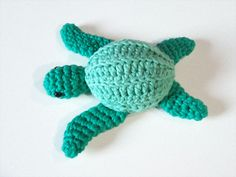 Inspired by Sea Turtles Forever, an awesome non-profit group that patrols beaches in Costa Rica protecting sea turtle nests from egg poachers, works to educate the public and helps with cleanup and habitat conservation. Check them out sometime! Crochet Crafts, Crochet Toys, Crochet Projects, Sewing Crafts, Crochet Turtle Pattern, Crochet Patterns, Sea Turtle Nest, Sea Turtles, Mini Things