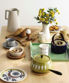 We want a Scandinavian breakfast spread like this. What's For Breakfast, Breakfast Recipes, Real Girls Kitchen, House At Pooh Corner, Scandi Chic, Uptown Funk, Brunch Table, Dinner Club, Kitchenware