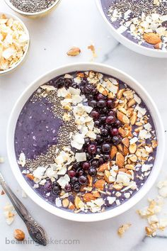 Blueberry Coconut Smoothie Bowl (Vegan & Gluten Free): An easy recipe for a refreshing smoothie bowl packed with antioxidants, blueberries and coconut. BEAMINGBAKER.COM #Vegan #GlutenFree