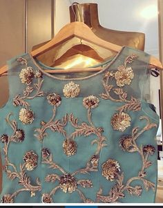 Custom fit pure organza silk blouse with all over zardosi work - Handarbeit Couture Embroidery, Embroidery Suits, Embroidery Ideas, Floral Embroidery, Sari Blouse Designs, Blouse Patterns, Indian Blouse, Indian Wear, Look Fashion