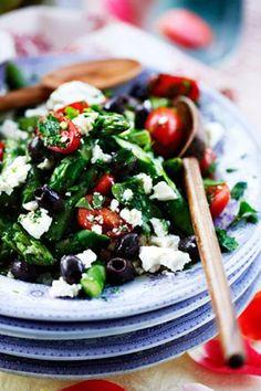 Salat med asparges og daddeltomater