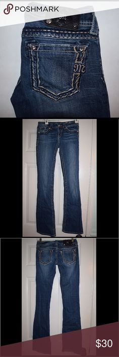 Miss Me bootcut jeans Light wear, no discoloration or stains, missing rivets on the logo on the back so the price is lowered. Miss Me Jeans Boot Cut