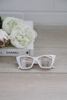 The Quay x Shay Mitchell Vesper sunglasses in the color white. - Polycarbonate frames - Polycarbonate lens - Stainless stell hinges - Comes with a protective pouch - 100% full UV protection - Height 1