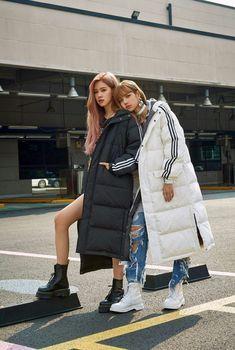 Lisa Blackpink and Rose Lisa Lalisa Manoban Blackpink Fashion, Korean Fashion, Winter Fashion, Blackpink Outfits, Jenny Kim, Lisa Blackpink Wallpaper, Kim Jisoo, Blackpink Photos, Video Pink