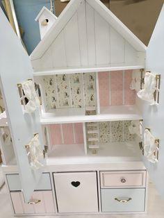 Кукольный дом ручной работы. Заказать Кукольный домик-апартаменты с обоями, дверками и шторками. Pituka. Ярмарка Мастеров. Комод