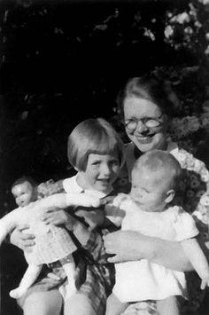 Maria Blankenstein with her children, May 1944