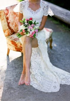 Foot jewelry & Lace wedding dress | photo by Blue Rose Photography | 100 Layer Cake