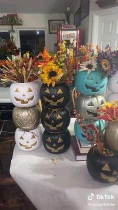 Diy Halloween Decorations Indoor, Diy Halloween Tree, Halloween Wood Crafts, Halloween Home Decor, Disney Halloween, Holidays Halloween, Halloween Costumes, Pumpkin Planter, Diy Planters