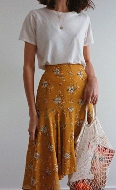 macadameia – Yellow skirt for casual summer outfit Source by – - fashionable summer casual Modest Fashion, Fashion Clothes, Fashion Outfits, Womens Fashion, Minimalist Outfit, Mode Chic, Inspiration Mode, Modest Dresses, Casual Dresses