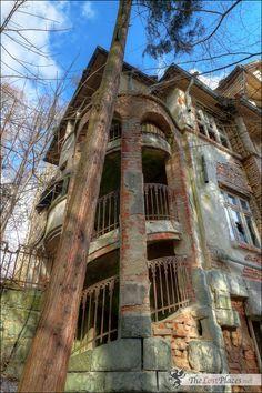 Abandoned Villa Pfau C. http://thelostplaces.blogspot.com.br/2015/02/villa-pfau-c.html