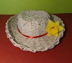 Papierowa wiklina - jak zrobić kapelusz Paper Basket Diy, Newspaper Basket, Newspaper Crafts, Diy Paper, Recycled Paper Crafts, Recycled Magazines, Diy And Crafts, Willow Weaving, Basket Weaving