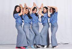 High School Girls, High School Students, Bell Bottom Jeans, Asian, Cute, Pants, Beautiful, Instagram, Bb
