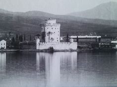 The White Tower in showing the chemise that surrounded the tower until its demolition in 1917 Greece Pictures, Old Pictures, Old Photos, Greece Architecture, Greece History, Macedonia Greece, Greek Culture, Thessaloniki, Ancient Greece