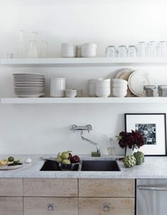 Americans are too attached to their kitchen cupboards. It's as if they'd never considered storage other than upper cabinets. Open shelving can actually make a Brown Interior, Home Interior, Kitchen Interior, Interior Design, Crisp Kitchen, Kitchen And Bath, Neutral Kitchen, Big Kitchen, Kitchen Dining