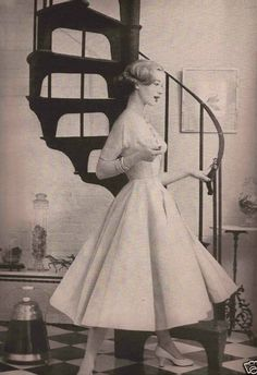 1957 women's fashion dress