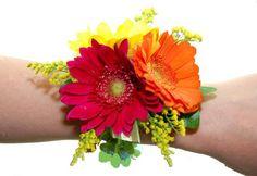 daisies wrist corsage