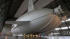 El Airlander 10 en un hangar del centro de Inglaterra