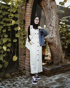 Style hijab street maxi skirts Ideas for 2019 Hijab Casual, Hijab Simple, Jumpsuit Hijab, Hijab Dress, Modern Hijab Fashion, Muslim Fashion, Modest Dresses, Trendy Dresses, Modest Clothing