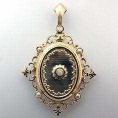 Quelques idées pour vous aider à choisir un bijou pour votre maman : http://www.bijoux-bijouterie.com/content/110-comment-bien-choisir-un-bijou-pour-votre-maman-  #catherinemoreau #bijou #paris