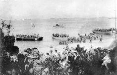 Anzacs landing Anzac Cove 25th April 1915