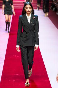 Dolce   Gabbana коллекция   Коллекции весна-лето 2018   Милан   VOGUE  Недели Моды 64079c8372b