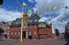 Die kleine Hansestadt Buxtehude in der sich Hase und Igel ihr legendäres Rennen lieferten, hat eine pittoreske Altstadt mit dem romantischen kleinem Hafen, in der man städtebauliche Zeugen aus längst vergangen Zeiten begegnet..….weiter unter: http://welt-sehenerleben.de/Archive/3132/die-schonsten-ferienstrasen-mit-dem-auto-motorrad/