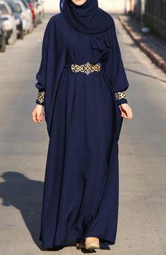 Abaya chic: Top 50 trendy models for summer 2017 hijab tips Abaya Chic, Hijab Chic, Islamic Fashion, Muslim Fashion, Niqab Fashion, Fashion Outfits, Sneakers Fashion, Girl Fashion, Abaya Mode