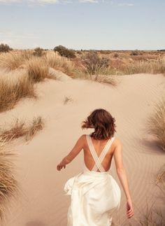 Pour sa seconde collection bridal, Sessùn dévoile une vingtaine de modèles miminamlistes et aériens. A découvrir en boutique dès février pour un mariage cet été.