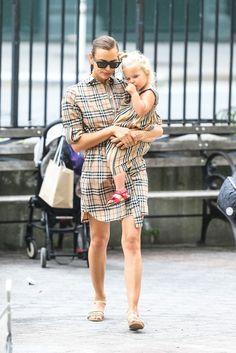 Camisa Burberry, Burberry Outfit, Burberry Shirt, Burberry Bags, Fashion 2020, Fashion Brands, Kids Fashion, Fashion Outfits, 2017 Fall Fashion Trends