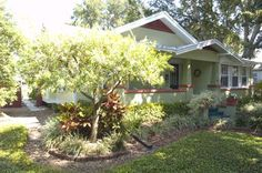 Photo Gallery of Florida-Friendly Landscaping Yards