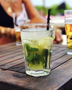 Mojito, un cocktail au rhum, citron vert et menthe
