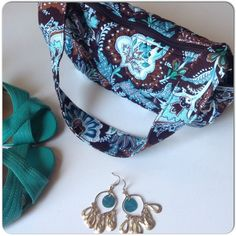 """TEAL & BROWN VERA BRADLEY BAG Brown & teal fabric Vera Bradley bag with end pouch outer pockets & zipper closure. The bag is in perfect condition and holds enough essentials for a day or night of fun! small size 9""""x6"""" 9"""" strap drop. Vera Bradley Bags Mini Bags"""