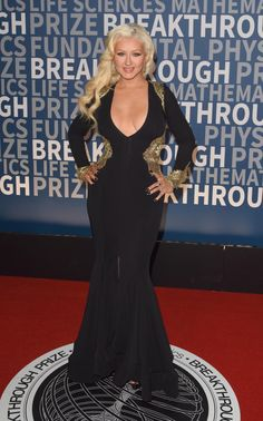 Singer Christina Aguilera looked stunning in this plunging black and gold dress for the Annual Breakthrough Prize Award Ceremony on Nov. Christina Aguilera, 2010s Fashion, Beautiful Christina, Voluptuous Women, Curvy Women Fashion, Beautiful Celebrities, Beautiful People, Hot Outfits, Night Looks