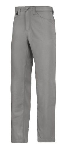 Service Chinos with hidden buttons and non-scratch design help you wear your company logo with pride. The fabric is dirt-repellant, durable and made for easy-care. They can withstand industrial washing and keep looking good so you can enjoy these #chinos for a long time. - Snickers Workwear Artnr. 6400