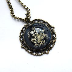 pretty pressed flowernecklace