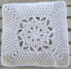 This crochet granny square would look great in so many different colors!