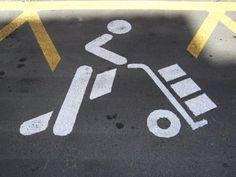 La policía informa de las nuevas señalizaciones para estacionamientos de Cargas y Descargas - 45600mgzn