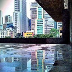 rafagushi:  ☔ ••• PAISAGEM URBANA Reflexos de dias úmidos na Praça das Artes, centrão ••• Foto por @Kleber Narvaes Use #spdagaroa ou #saopaul...