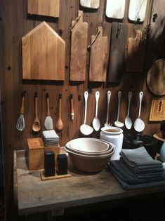 rustic way to display cutting boards in the kitchen