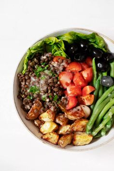 This French lentil Niçoise salad is a delightful vegan spin on the classic recipe! Marinated French lentils serve as a protein source in place of eggs or tuna. The salad is bursting with flavor and texture, and it's perfect for sharing. #vegan #vegetarian #glutenfree French Lentils, Cooking Green Beans, Tomato Season, Nicoise Salad, Green Lentils, Vegetarian Recipes, Vegan Vegetarian, Salad Ingredients, Vegan Life